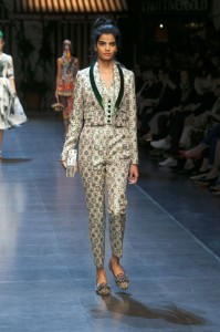 77-dolce-and-gabbana-spring-summer-2016-olive-green-collar-suit-brocade-nude-box-clutch