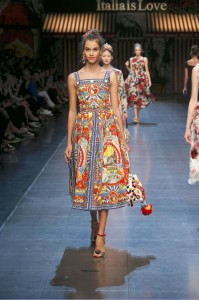 84-dolce-and-gabbana-spring-summer-2016-red-blue-renaissance-painting-print-dress-midi
