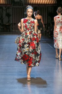 86-dolce-and-gabbana-spring-summer-2016-red-black-floral-print-midi-dress