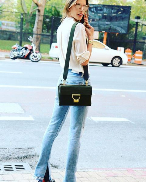 alessandra-ambrosio-model-street-style-look-denim-jeans-green-shoulder-bag-white-button-shirt-mirror-sunglasses-flared