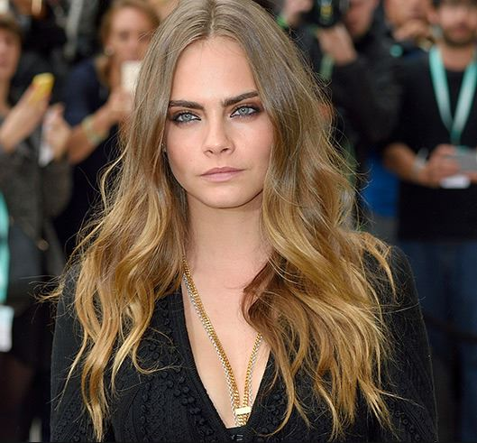 cara-delevingne-hairstyle-hair-trends-latest-center-part-ombre-color-bronde-wavy-3