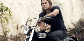 chris-hemsworth-hollywood-actor-hottest-bike-triumph