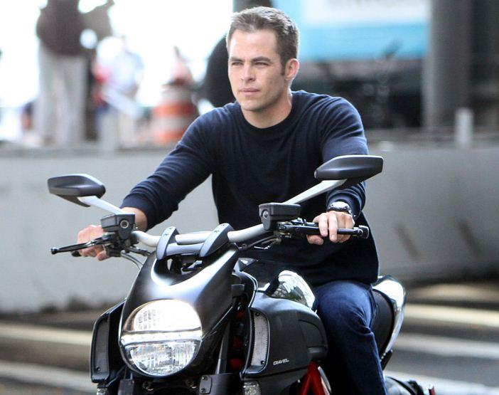 chris-pine-hollywood-actor-hottest-bike-