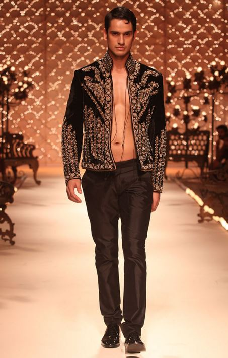 designer-wedding-dress-for-men-latest-winter-2015-2016-couture-groom-outfit-rohit-bal-couture-topless-black