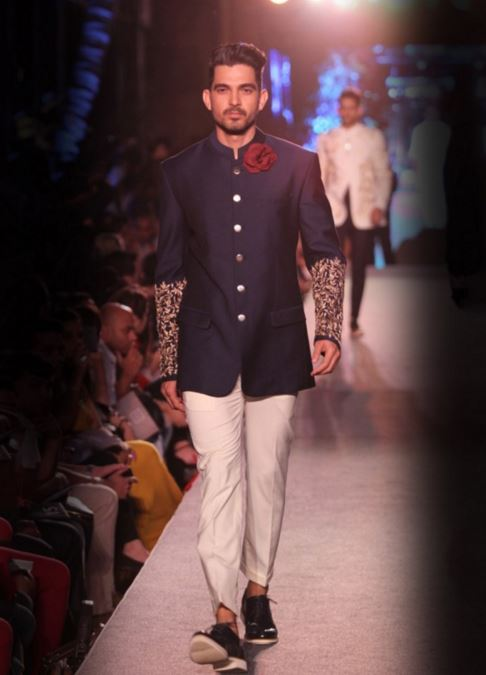 designer-wedding-dress-for-men-winter-2015-2016-couture-groom-outfit-manish-malhotra-navy-embroidery-jacket-white-pants-gold