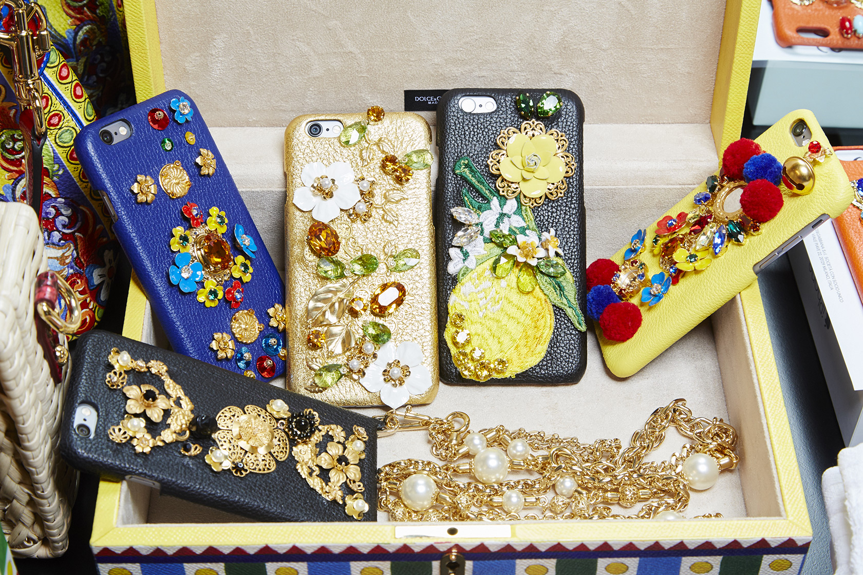 dolce-and-gabbana-spring-summer-2016-iphone-cover-embellished