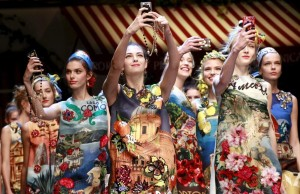 dolce-and-gabbana-spring-summer-2016-selfie-models