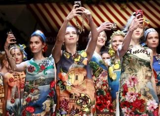 dolce-and-gabbana-spring-summer-2016-selfie-models