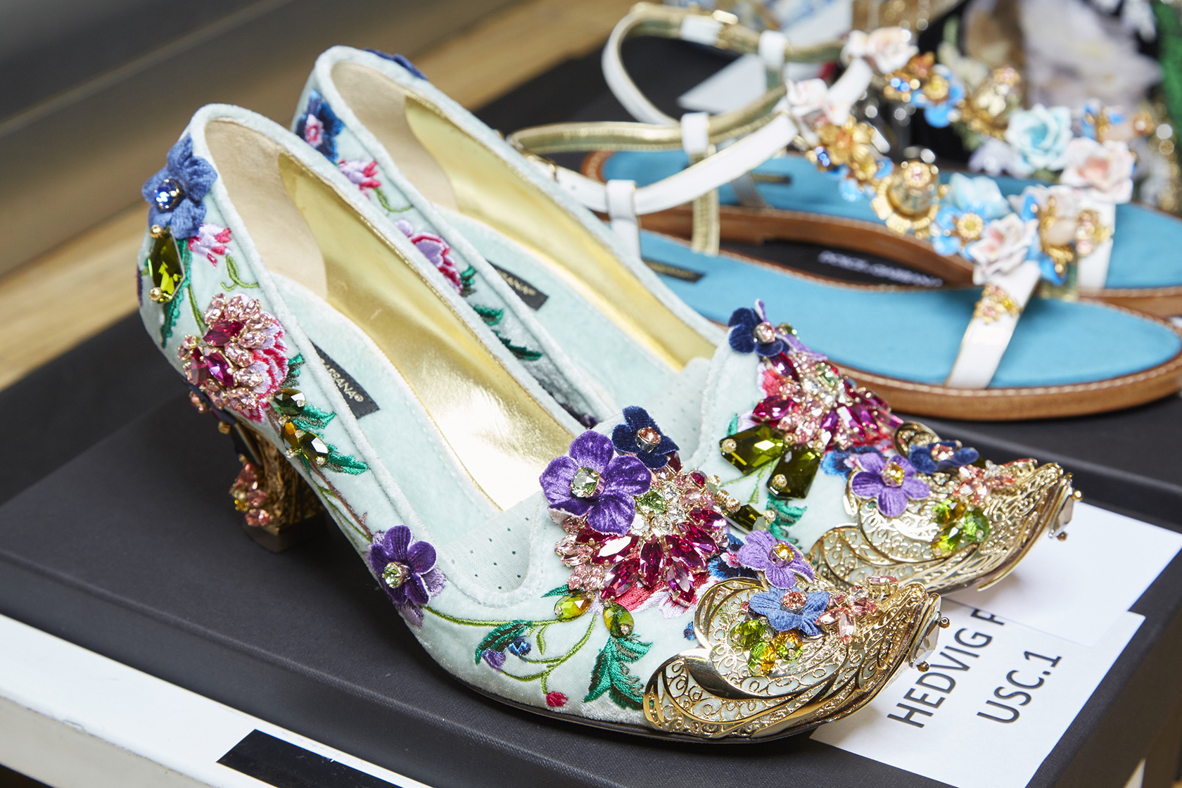 dolce-and-gabbana-summer-2016-shoes-embellished-white-mid-heels-gold