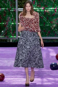 fall-2015-winter-2016-fashion-color-trends-dior-grey-skirt-red-jacket