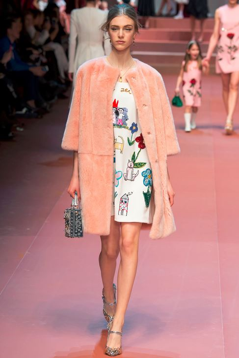 fall-2015-winter-2016-fashion-color-trends-runway-dolce-gabbana-peach-coat-jacket