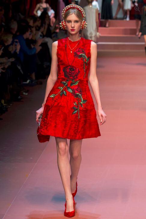 fall-2015-winter-2016-fashion-color-trends-runway-dolce-gabbana-rose-red-dress-beautiful-feminine