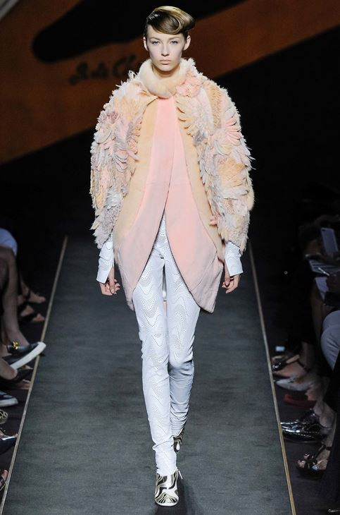 fall-2015-winter-2016-fashion-color-trends-runway-fendi-peach-coat-fur-jacket-white-pants