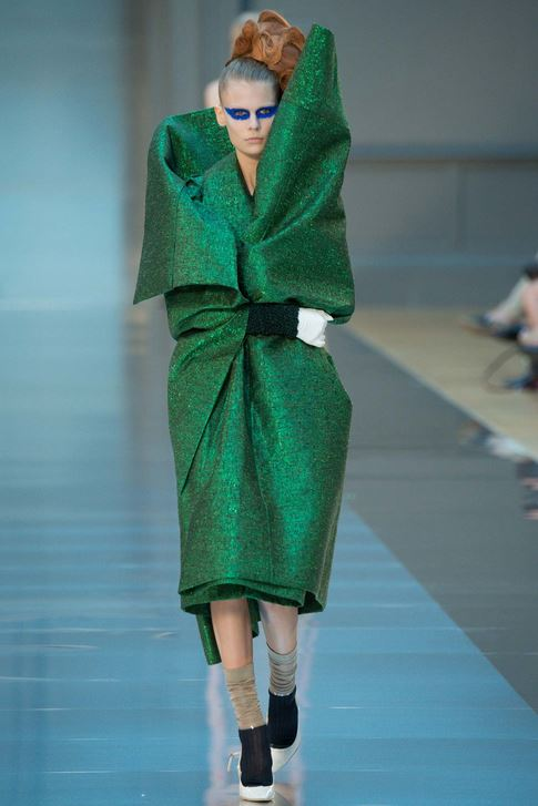 fall-2015-winter-2016-fashion-color-trends-runway-maison-margiela-emerald-green-dress