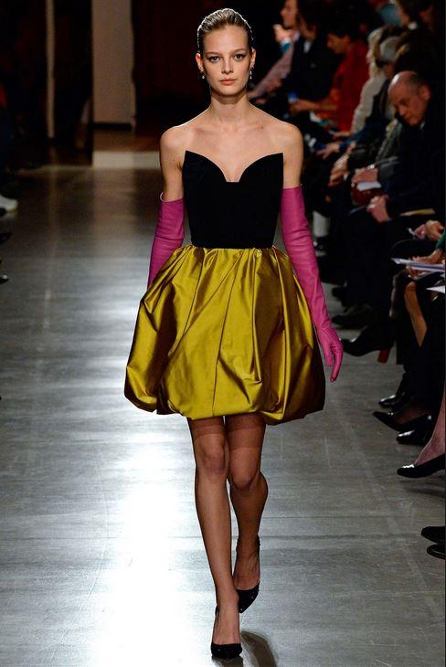 fall-2015-winter-2016-fashion-color-trends-runway-oscar-de-la-renta-gold-skirt-black-strapless-top