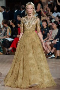 fall-2015-winter-2016-fashion-color-trends-runway-valentino-couture-roman-dress-gold