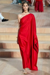fall-2015-winter-2016-fashion-color-trends-runway-valentino-couture-roman-dress-red
