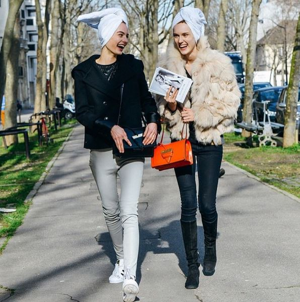harleth-kuusik-model-street-style-look-fur-nude-beige-coat-jacket-skinny-jeans-orange-bag