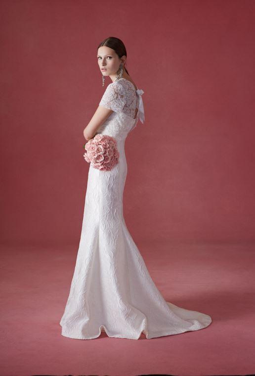 latest-bridal-dress-trends-gowns-white-fall-2015-winter-2016-couture-oscar-de-la-renta-lace-bow-mermaid