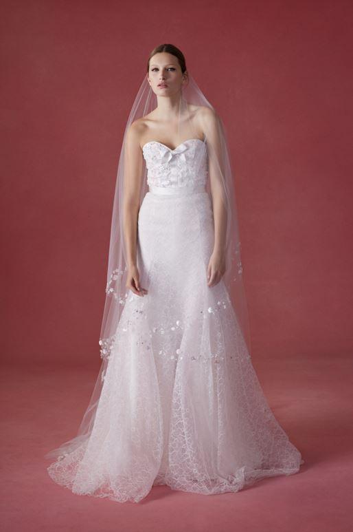 latest-bridal-dress-trends-gowns-white-fall-2015-winter-2016-couture-oscar-de-la-renta-tulle-sweetheart-neck-flower-applique