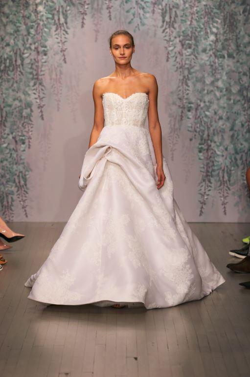 latest-bridal-dress-trends-gowns-white-fall-2015-winter-2016-sweetheart-neck-monique-lhuillier-designer