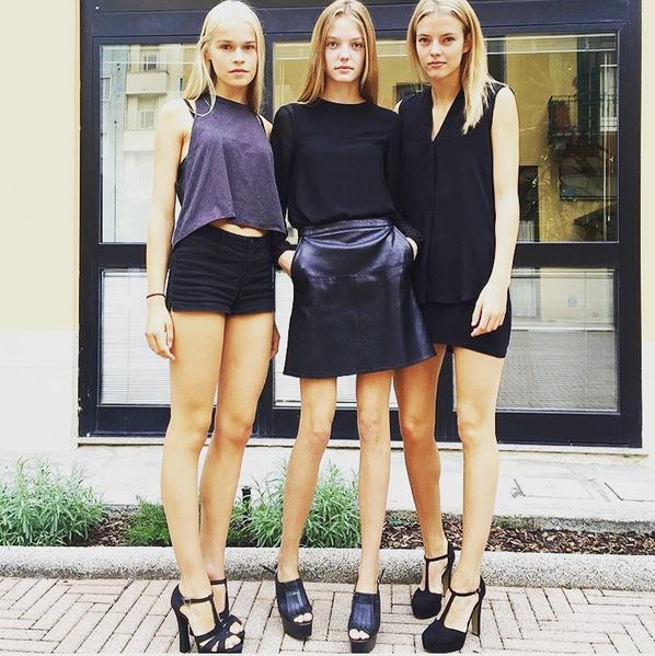 roos-abels-model-street-style-look-friends-squad-shorts-skirt-black-top-heels