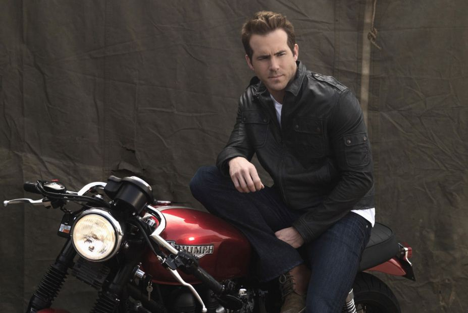 ryan-renoylds-hollywood-actor-hottest-bike-triumph-pic