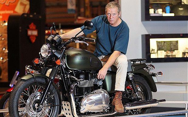 steve-mc-queen-hollywood-actor-hottest-bike-triumph-image