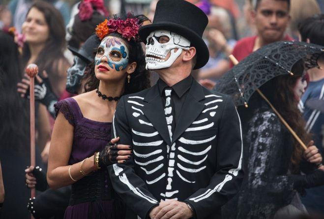 Daniel-craig-james-bond-007-spectre-movie-black-tux-black-tie-black-hat-black-shirt-halloween-jacket-10