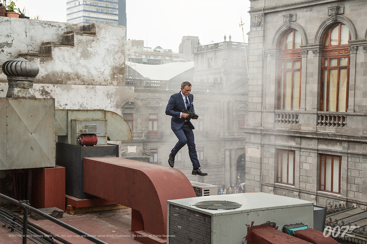 Daniel-craig-james-bond-007-spectre-movie-looks-blue-suit-4
