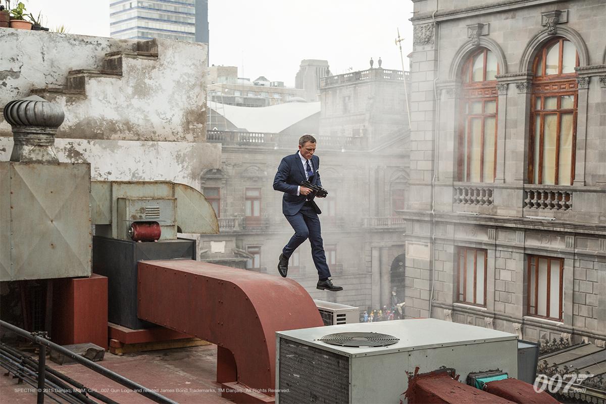 Daniel-craig-james-bond-007-spectre-movie-looks-blue-suit-4