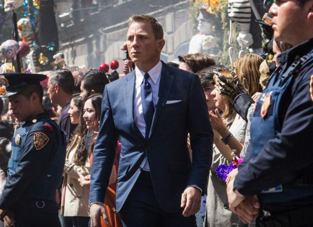 Daniel-craig-james-bond-007-spectre-movie-looks-blue-suit-9