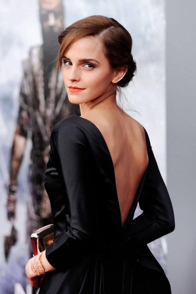 Emma_Watson_black-dress