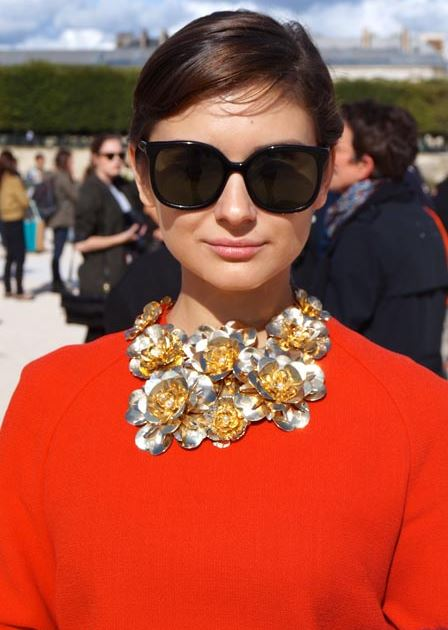 audrey-hepburn-how-to-choose-necklace-for-short-necks-what-to-wear-with-round-neck-dress