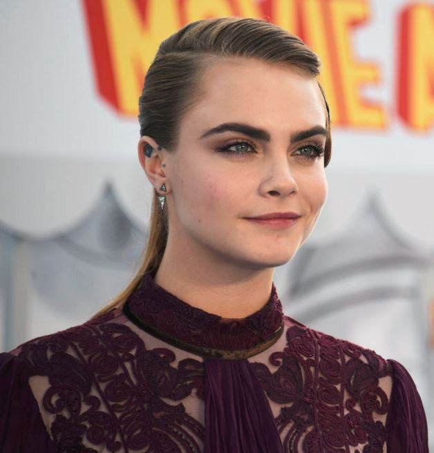 cara-delevingne-hairstyle-hair-trends-latest-flat-side-part-straight