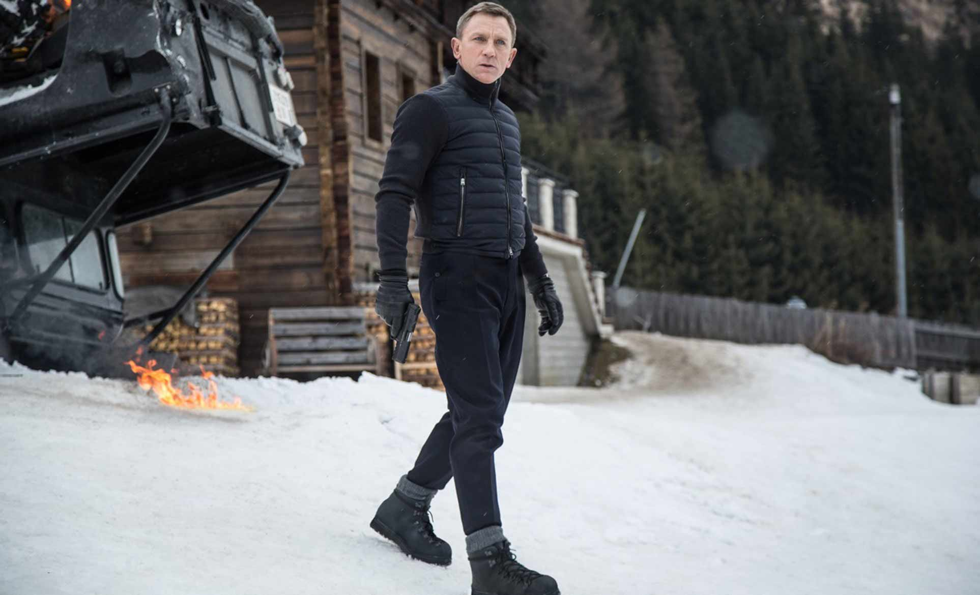 daniel-craig-james-bond-snow-look-spectre-jacket-helicopter