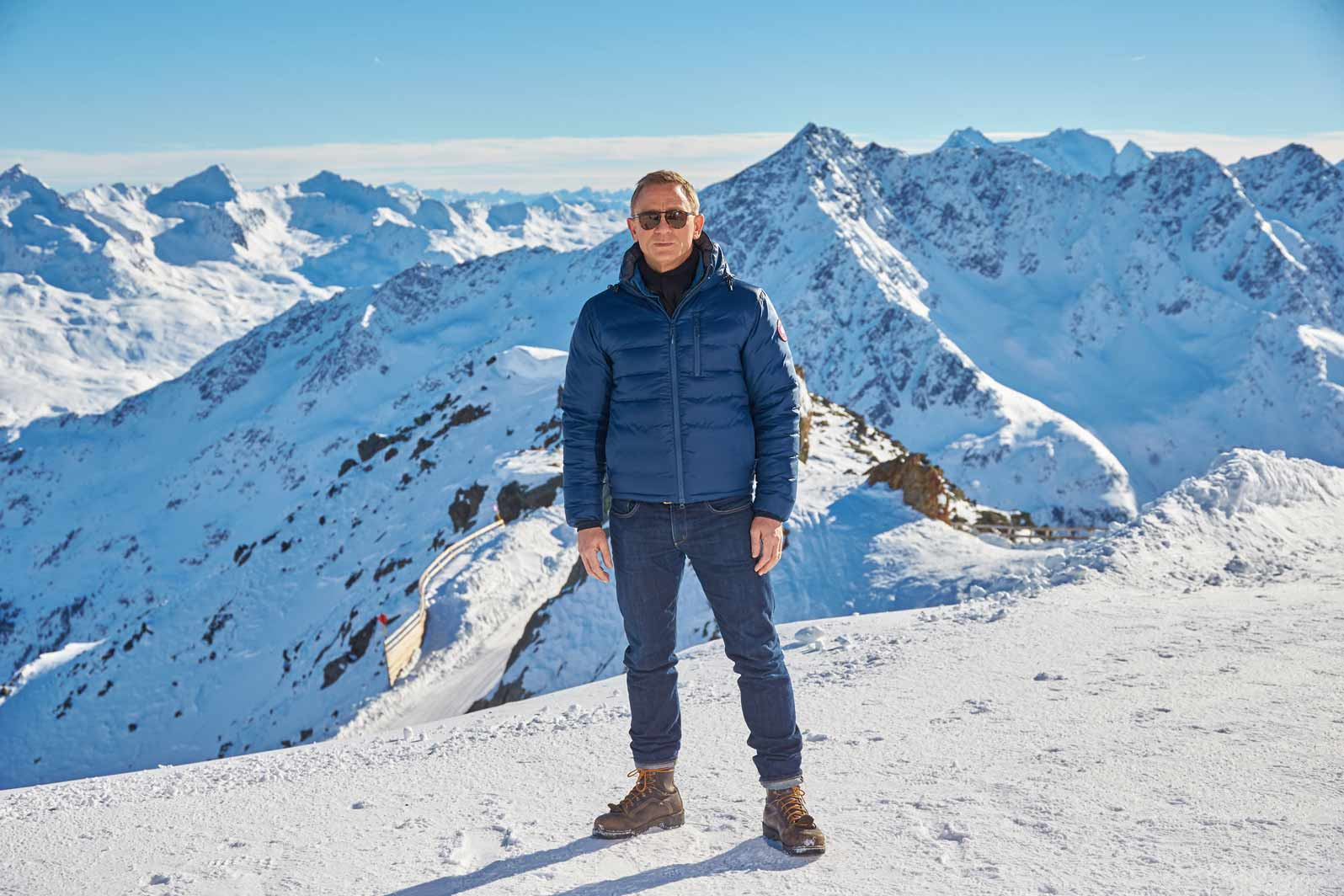 daniel-craig-james-bond-snow-look-spectre-jeans-jacket
