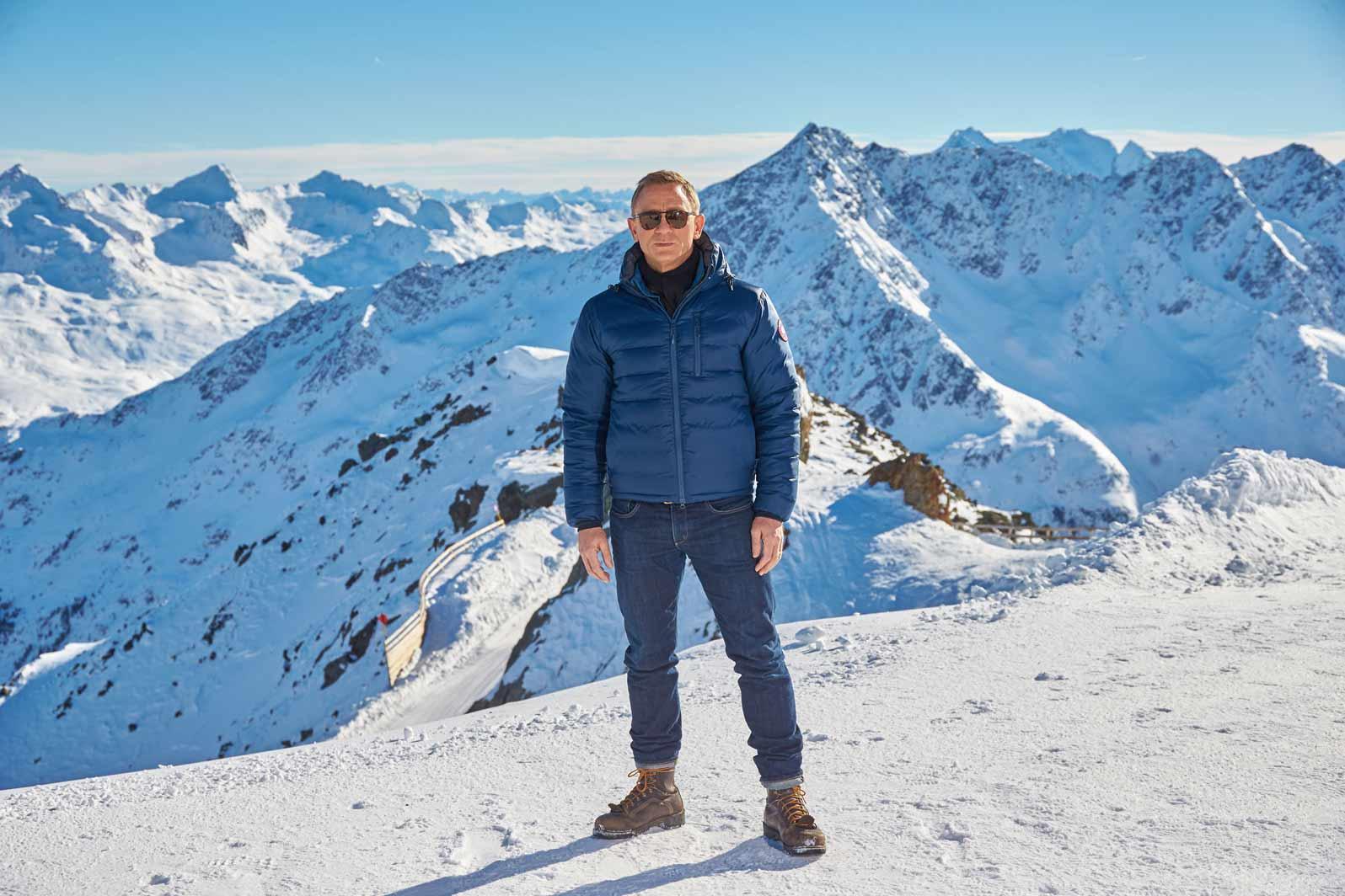 daniel-craig-james-bond-snow-look-spectre-jeans-jacket