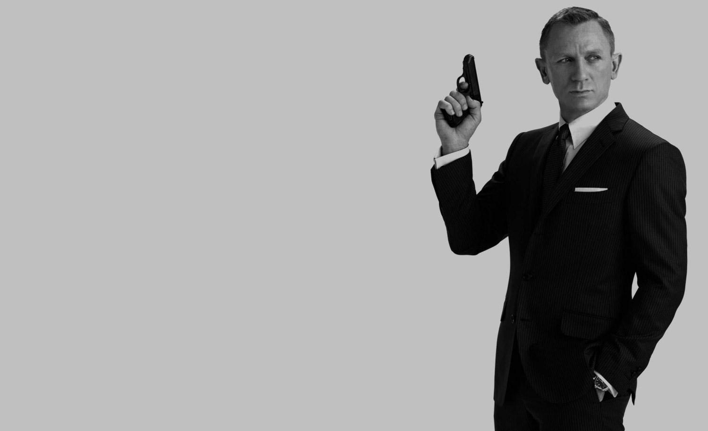 daniel-craig-james-bond-suit-black-poster-pinstripe