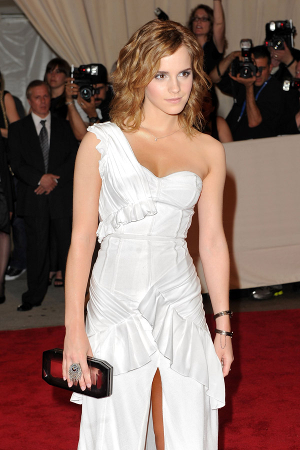 emma-watson-white-burberry-dress-met-gala