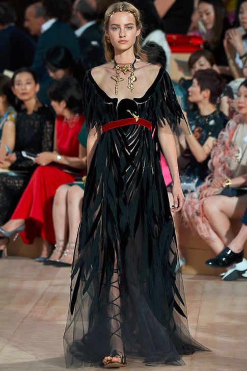 fall-2015-winter-2016-fashion-color-trends-runway-valentino-couture-roman-dress-black