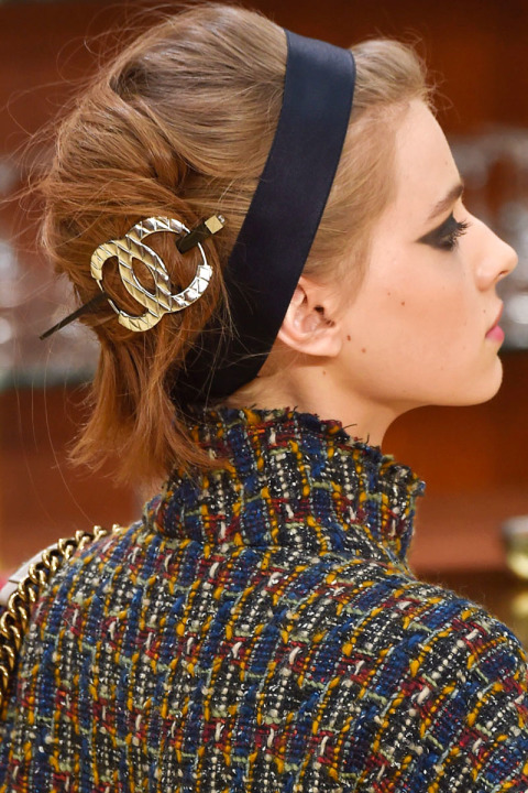 fall-2015-winter-2016-latest-top-hairstyle-trends-womens-chanel-fashion-week-loose-twist-bun