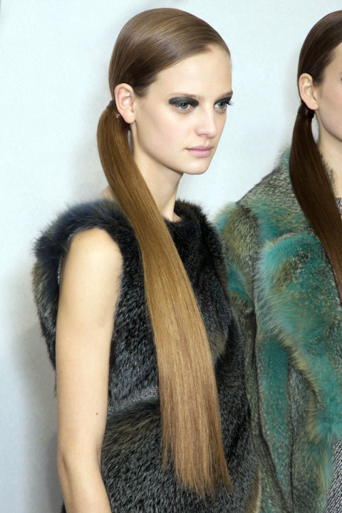 fall-2015-winter-2016-latest-top-hairstyle-trends-womens-dior-fashion-week-side-ponytail-sleek-straight-long