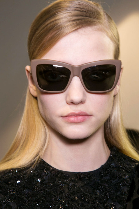 fall-2015-winter-2016-latest-top-hairstyle-trends-womens-rochas-fashion-week-half-up-low-side-partition