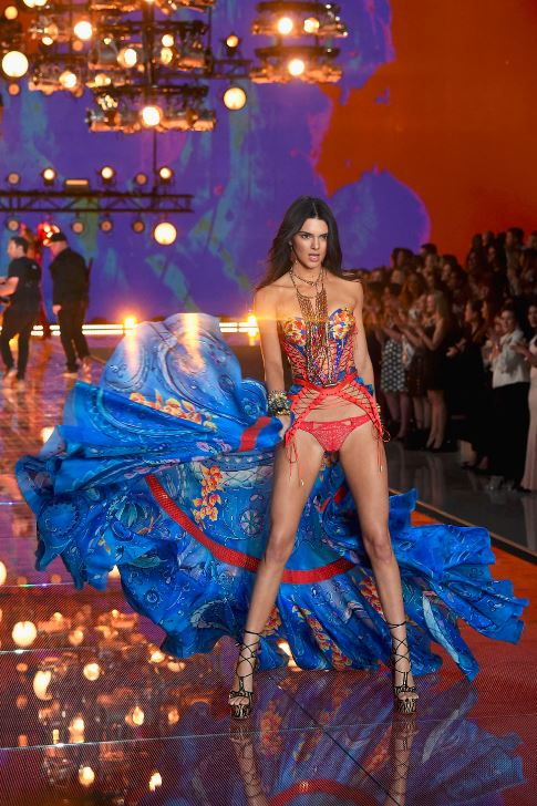 kendall-jenner-victorias-secret-fashion-show-red-lingerie-runway-sexy-model-2015