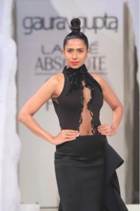 lakme-fashion-week-gaurav-gupta-dress-2015-winter-black-sheer-designer-gown-makeup