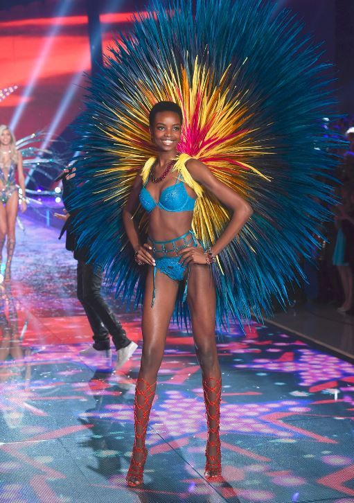 maria-borges-victorias-secret-fashion-show-blue-feather-lingerie-runway-sexy-model-2015
