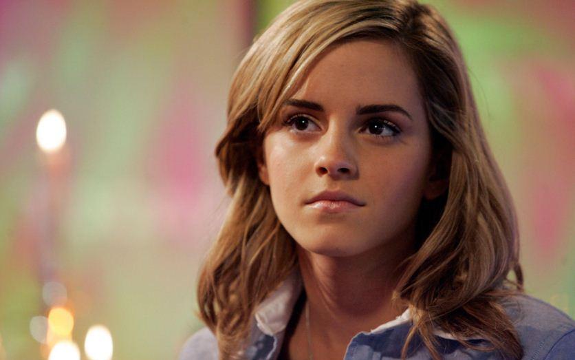 Emma-Watson-Hairstyle-loose-messy