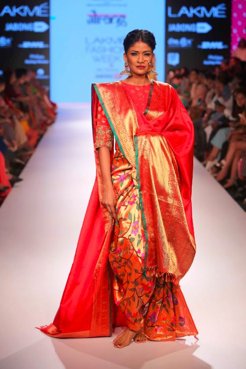 Gaurang-lfw-red-silk-saree-banarsi-indian-designer-couture-fashion-wedding-floral