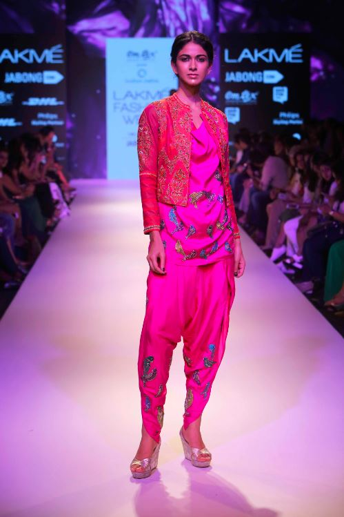 Krishna-mehta-pink-salwar-kurti-designer-outfit-indian-wedding-dresses-latest-designs-modern-different-sherwani